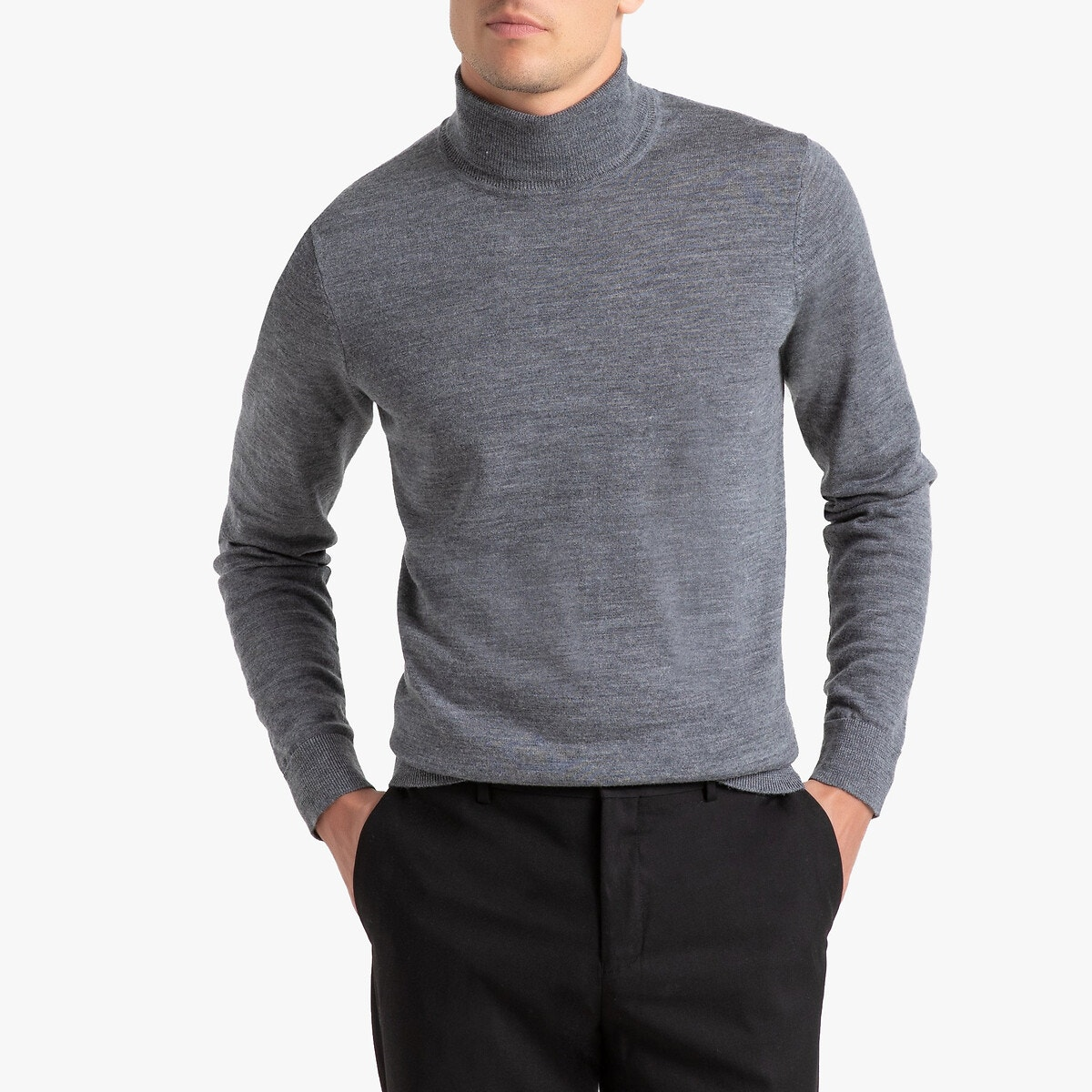 Πουλόβερ με μακριά μανίκια. Ευθεία γραμμή με γυριστό λαιμό. Λωρίδες στην μανσέτα και στο τελείωμα του πουλόβερ. Λεπτή πλέξη.Σύνθεση %26 ΛεπτομέρειεςΎφασμα: 100% merino woolΜήκος: 68 εκ.Μάρκα: R essentiel