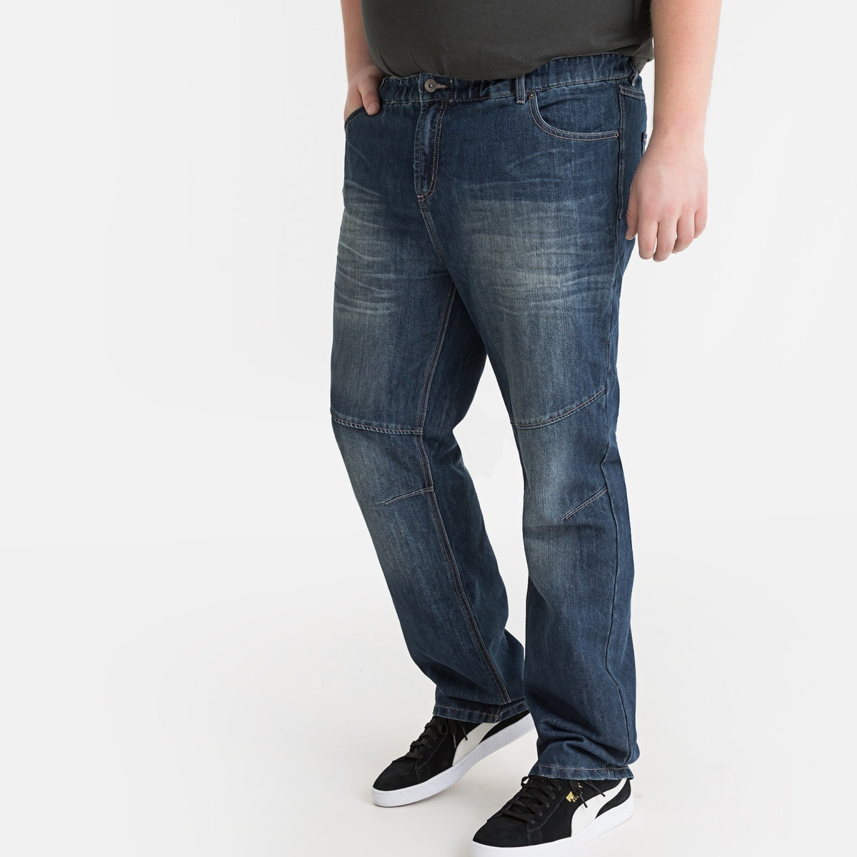 Ελαστικό πεντάτσεπο τζιν με ξεβαμμένη όψη μπροστά. Λάστιχο στη μέση μπροστά και πίσω. Πατιλέτα με φερμουάρ. Εξώγαζα στα γόνατα. Μόνιμες τσακίσεις στα γόνατα και στους μηρούς.Ντένιμ από 55% βαμβάκι, 45% πολυέστερ.Καβάλος 83 εκ.Φάρδος στα μπατζάκια 23 εκ.