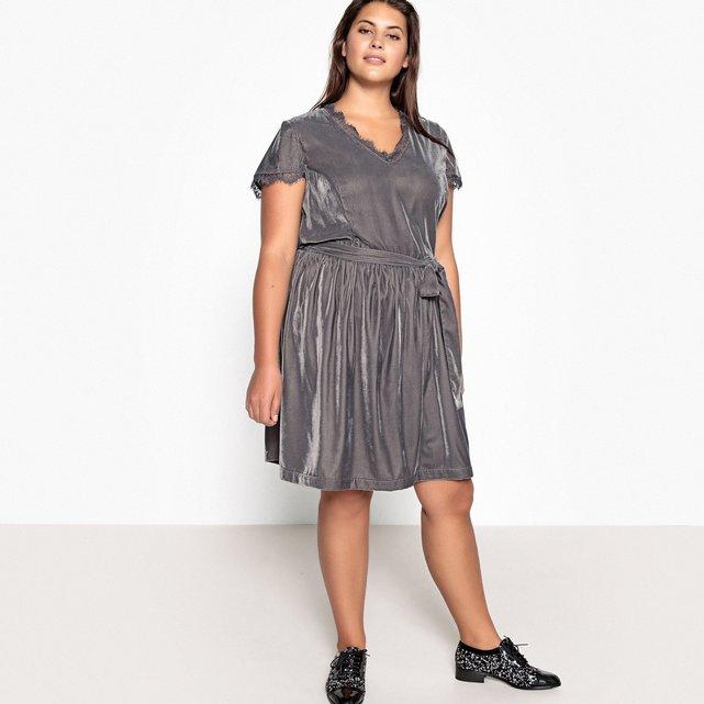 531a59842f65 Βελούδινο φόρεμα με δαντέλα