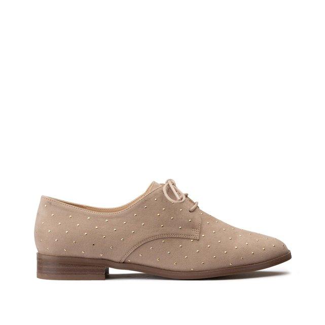 Παπούτσια με κορδόνια και μικρά τρουκ