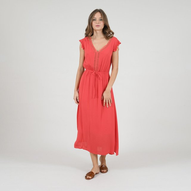 Φόρεμα με λεπτομέρειες από δαντέλα και ζώνη
