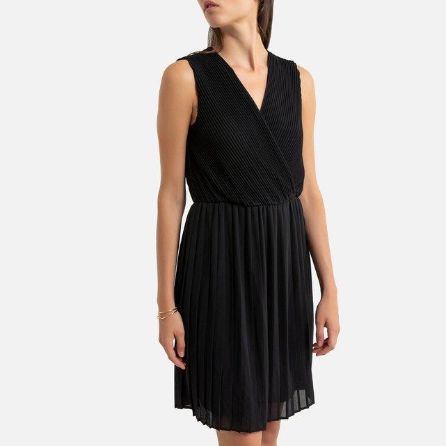 Αμάνικο κοντό φόρεμα με πλισέ σχέδιο