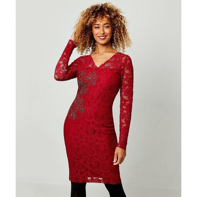 Μεσάτο φόρεμα με κέντημα από δαντέλα
