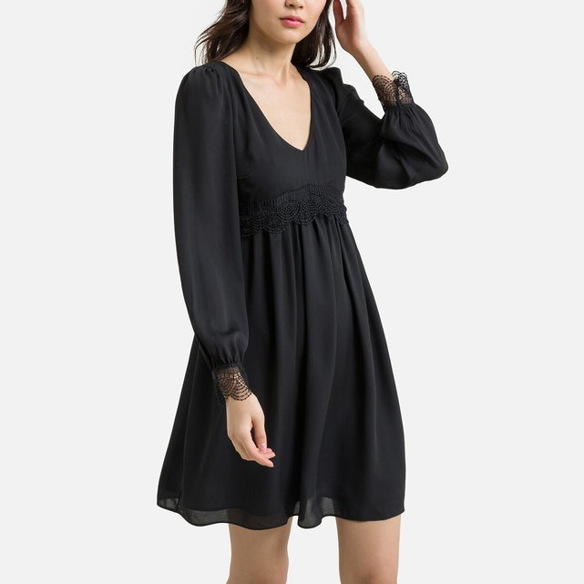 Κοντό φόρεμα με V και δαντέλα