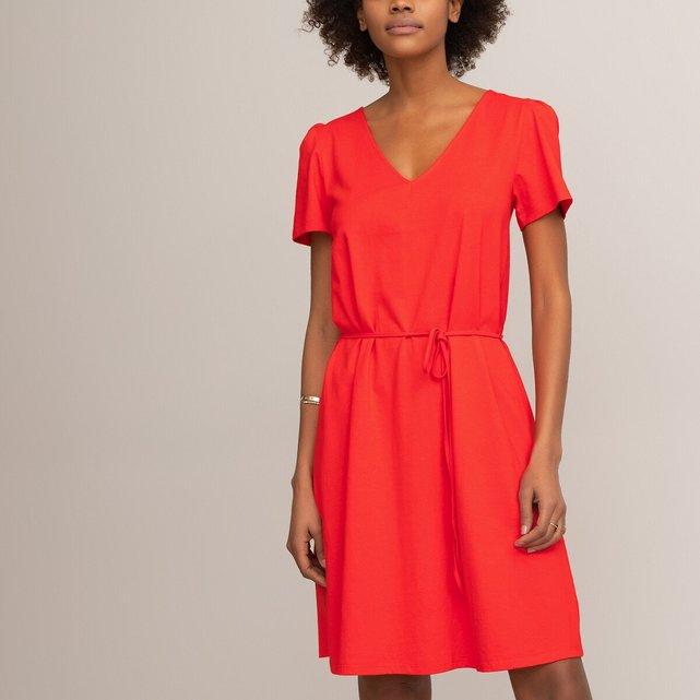 Kοντό φόρεμα σε ίσια γραμμή