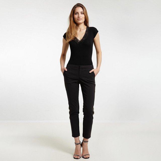 Κοντομάνικη μπλούζα με V και δαντέλα