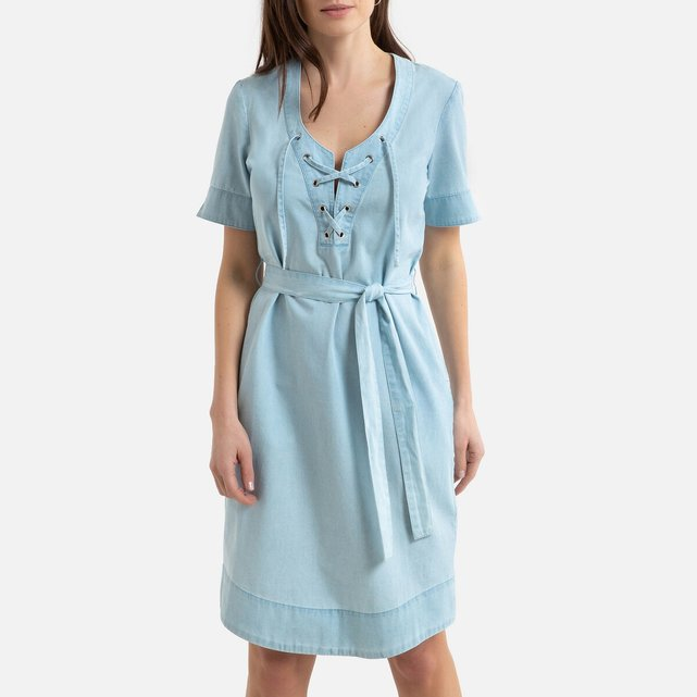 Κοντομάνικο ντένιμ φόρεμα σε ίσια γραμμή