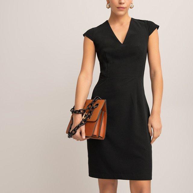 Αμάνικο φόρεμα με εφαρμοστή γραμμή.