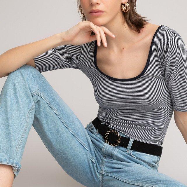 Κοντομάνικη μπλούζα με στρογγυλή λαιμόκοψη