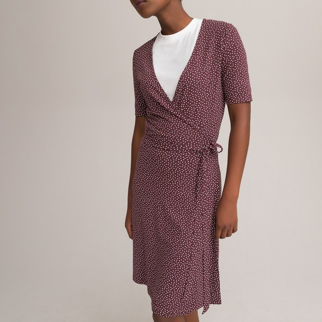 Κοντό φόρεμα-φάκελος με πουά μοτίβο