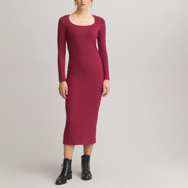 Μακρύ εφαρμοστό φόρεμα με τετράγωνη λαιμόκοψη