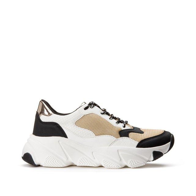 Αθλητικά παπούτσια με κορδόνια και χοντρή σόλα
