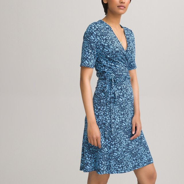 Κοντό φόρεμα-φάκελος με φλοράλ μοτίβο