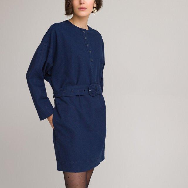 Φόρεμα σε ίσια γραμμή με ζώνη