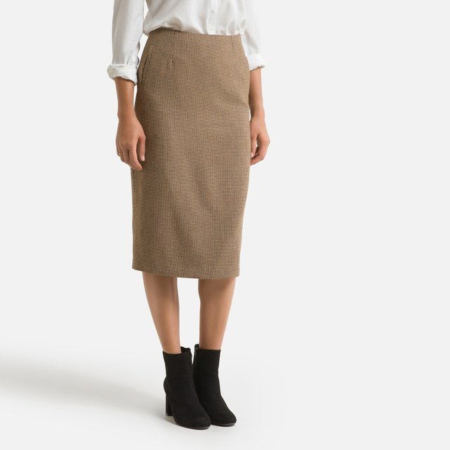 Μίντι φούστα σε ίσια γραμμή