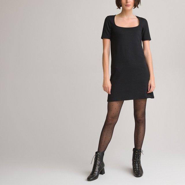 Κοντό φόρεμα από στρετς ύφασμα με τετράγωνο ντεκολτέ