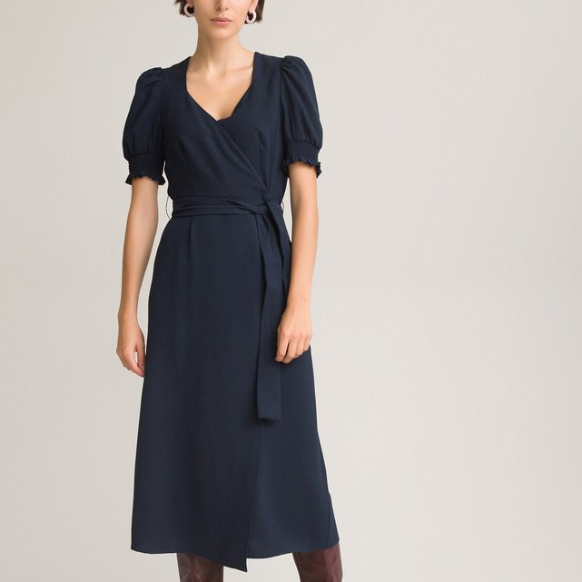 Μακρύ φόρεμα-φάκελος με ντεκολτέ σε σχήμα καρδιάς
