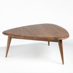 Μικρό τραπέζι σαλονιού από συμπαγές ξύλο καρυδιάς,THEOLEINE