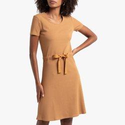 Κοντό φόρεμα με περαστό κορδόνι στη μέση
